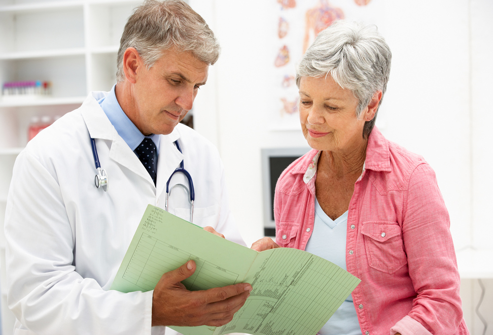 doctor talking to a patient who suffers from diabetes